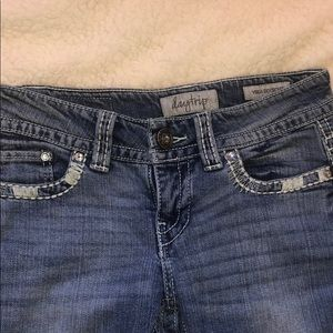 DayTrip Bootcut Jeans. Medium Wash.